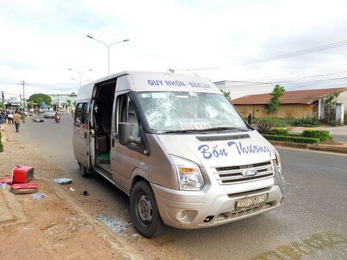 Tai nạn giao thông nghiêm trọng: Xe khách tông trúng 2 xe máy, 4 người thương vong - Ảnh 2