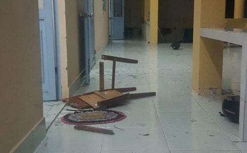 Vĩnh Long: Điều tra vụ 2 nhóm thanh niên hỗn chiến, đập phá đồ đạc tại trụ sở công an xã - Ảnh 1