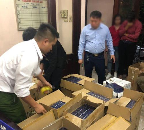 Khởi tố 5 đối tượng trong đường dây buôn bán hàng nghìn cây thuốc lá nhập lậu - Ảnh 1