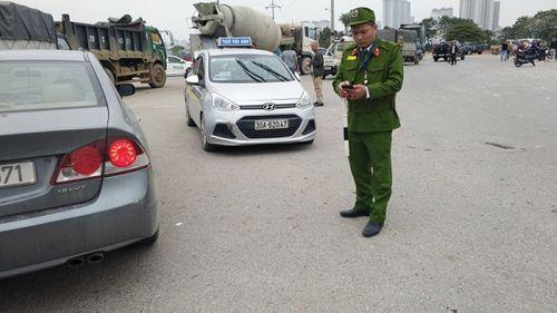"""Vụ """"xe điên"""" gây tai nạn liên hoàn ở Hà Nội: Hé lộ danh tính tài xế ô tô - Ảnh 2"""