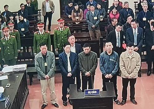 Bác sĩ Hoàng Công Lương vắng mặt, tòa hoãn xử đến ngày 14/1 - Ảnh 2