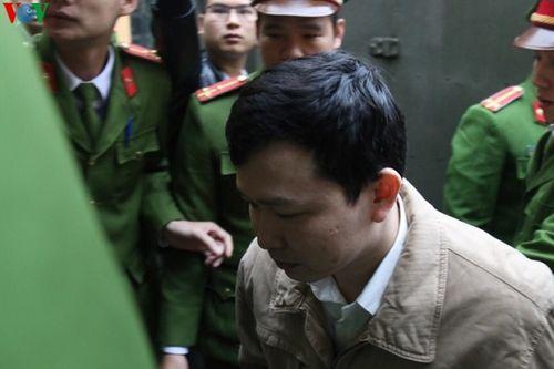 Những hình ảnh đầu tiên tại phiên tòa xét xử vụ chạy thận 9 người chết ở Hòa Bình - Ảnh 6