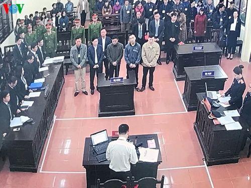 Những hình ảnh đầu tiên tại phiên tòa xét xử vụ chạy thận 9 người chết ở Hòa Bình - Ảnh 9