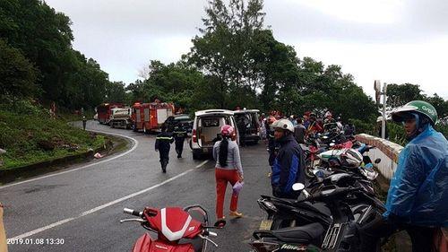 Hiện trường vụ xe khách chở 21 người lao xuống vực sâu ở đèo Hải Vân - Ảnh 2