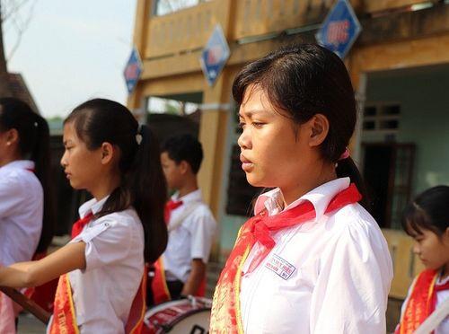 Những giọt nước mắt đau thương trong buổi lễ chào cờ ở ngôi trường có 6 học sinh đuối nước - Ảnh 2