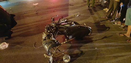 Quảng Trị: Xe máy va chạm xe đầu kéo, 3 người thương vong - Ảnh 2