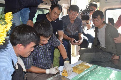 Vụ thuê xe tang chở 14.000 viên ma túy: Khởi tố bị can, bắt tạm giam 3 đối tượng - Ảnh 1