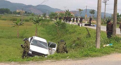 Vụ nhóm buôn ma túy ôm súng cố thủ trong xe ô tô ở Hà Tĩnh: Bắt thêm 4 đối tượng - Ảnh 2