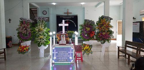 Vụ bố bị đâm chết vì nghi bắt cóc trẻ em: Lặng người vì tiếng khóc của bé trai trong lễ tang - Ảnh 2