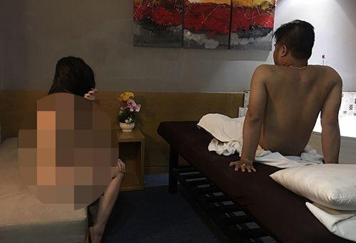 Đột kích khách sạn, bắt quả tang nữ tiếp viên khỏa thân đang kích dục cho khách - Ảnh 2