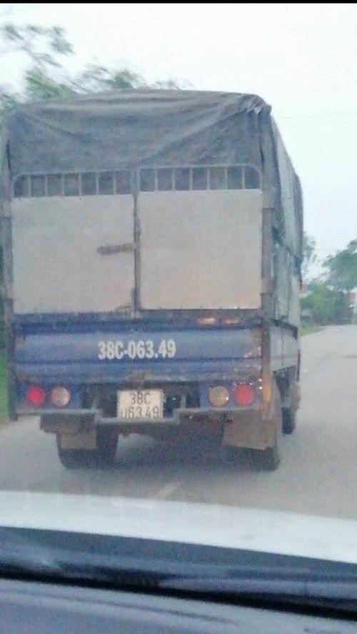 Hà Tĩnh: Bắt tài xế chở xe gỗ lậu tông 2 chiến sĩ CSGT bị thương  - Ảnh 2