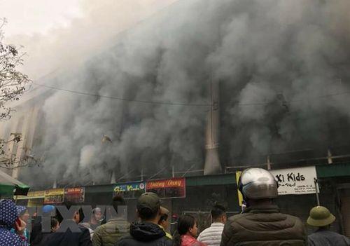 Bắc Ninh: Cháy lớn tại Trung tâm thương mại Chợ Giầu - Ảnh 1
