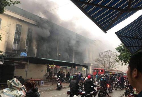 Bắc Ninh: Cháy lớn tại Trung tâm thương mại Chợ Giầu - Ảnh 2