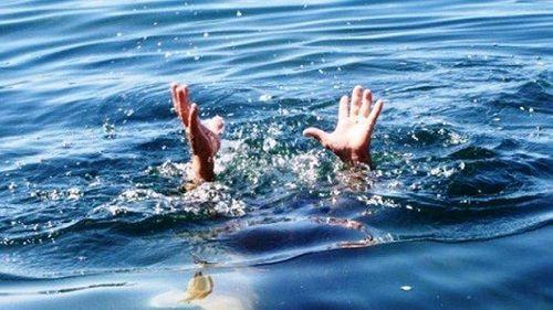 Cà Mau: 9 em nhỏ rơi xuống sông vì chìm xuồng đêm 30 Tết - Ảnh 1