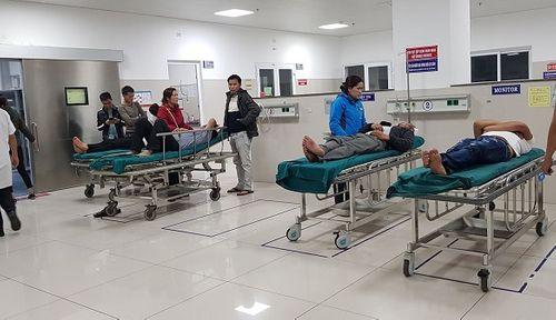 Quảng Bình: Hàng loạt ca tai nạn nguy kịch do nổ pháo phải nhập viện đêm 30 Tết - Ảnh 1