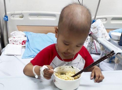 Đón Tết ở bệnh viện: Nỗi ám ảnh của mỗi gia đình - Ảnh 2