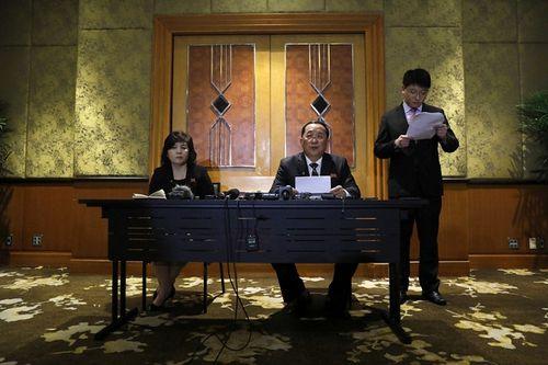 Toàn cảnh buổi họp báo của Triều Tiên tại khách sạn Melia lúc nửa đêm - Ảnh 3