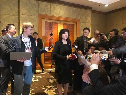 Toàn cảnh buổi họp báo của Triều Tiên tại khách sạn Melia lúc nửa đêm - Ảnh 5