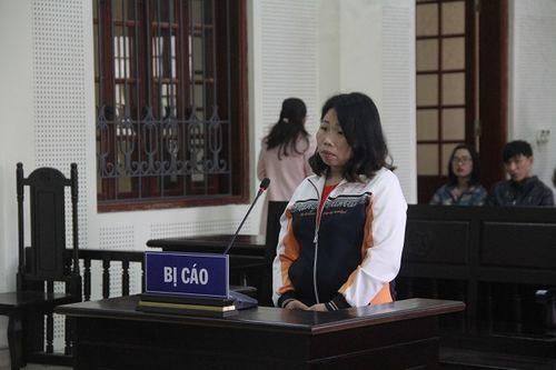 """Xét xử """"nữ quái"""" bán em họ 14 tuổi sang Trung Quốc để đổi lấy hơn 200 triệu đồng - Ảnh 1"""
