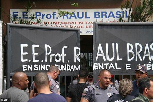 Brazil: Hai cựu học sinh xả súng trường tiểu học khiến gần 30 người thương vong - Ảnh 1