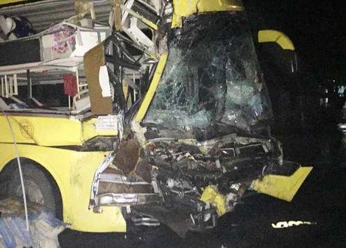 Thanh Hóa: Xe khách giường nằm tông xe đầu kéo, húc đổ tường nhà dân lúc rạng sáng - Ảnh 3
