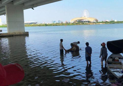 Người dân kinh hãi phát hiện thi thể nam thanh niên nằm cạnh bờ mương - Ảnh 2
