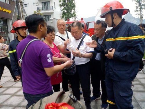 Quảng Ninh: Giải cứu thành công 5 du khách nước ngoài mắc kẹt trong đám cháy khách sạn - Ảnh 1