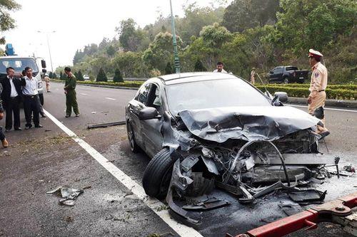 Tin tai nạn giao thông mới nhất ngày 23/3/2019: Hai ô tô đâm trực diện, 4 người thương vong - Ảnh 1