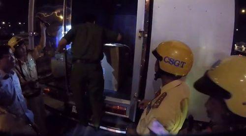 """Vụ bắt giữ xe tải chứa gần 900 bánh heroin: """"Ông trùm"""" hối lộ cảnh sát bao nhiêu tiền? - Ảnh 1"""