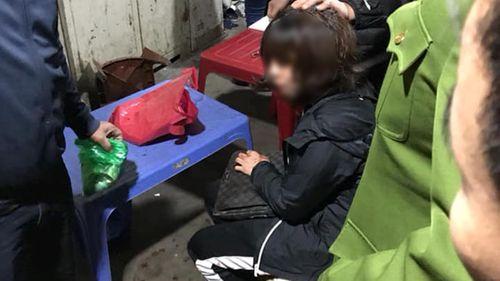 Vụ nổ súng, cướp tiền ở chợ Long Biên: Hé lộ về nghi phạm vừa bị bắt giữ - Ảnh 1