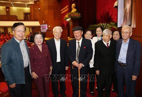 Tổng Bí thư, Chủ tịch nước Nguyễn Phú Trọng chủ trì Hội nghị gặp mặt cán bộ lãnh đạo cấp cao nghỉ hưu - Ảnh 4