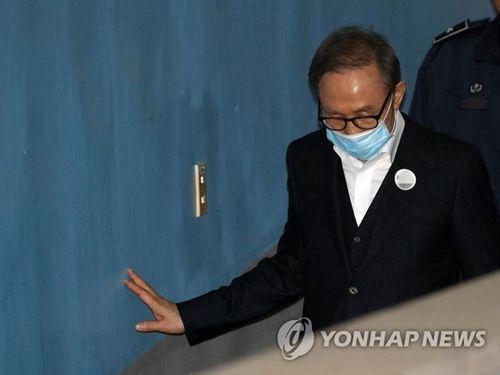 Hôm nay (6/3), cựu Tổng thống Hàn Quốc Lee Myung-bak được tại ngoại - Ảnh 1