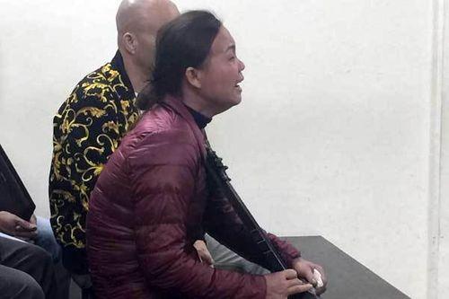 Mẹ nữ sinh ôm di ảnh gào khóc, Châu Việt Cường ngoái cổ tìm người thân - Ảnh 6