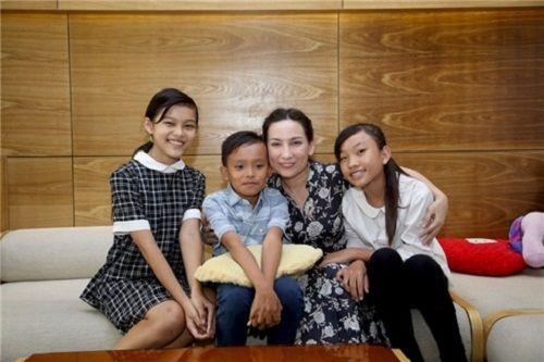 Ca sĩ Phi Nhung: Từ đứt gãy tuổi thơ đến nụ cười rạng rỡ sau sân khấu - Ảnh 2
