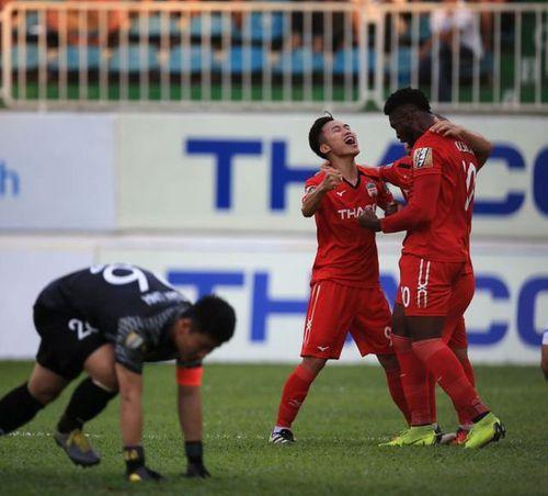 Thông tin mới nhất về sức khỏe của tiền vệ Triệu Việt Hưng sau pha chấn thương nguy hiểm - Ảnh 1