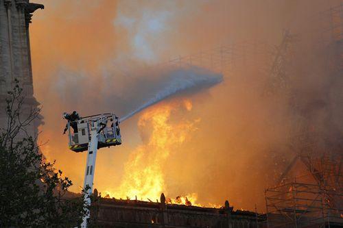 Vụ cháy Nhà thờ Đức Bà Paris: Nhiều nguyên thủ quốc gia bàng hoàng, tiếc nuối - Ảnh 2