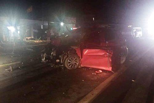 Đắk Nông: Người dân cắt cửa đưa thi thể tài xế ôtô ra ngoài sau tai nạn - Ảnh 1