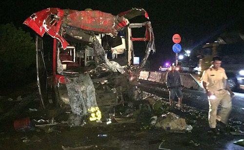 Xe giường nằm móp đầu sau va chạm cực mạnh, 12 người bị thương - Ảnh 2