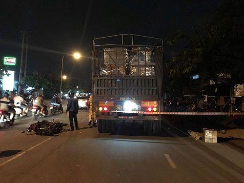 Xe máy đối đầu container, người đàn ông tử vong tại chỗ - Ảnh 1