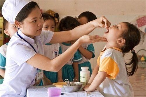 Quốc tế Thiếu nhi 1/6: 6 triệu trẻ em cả nước được uống vitamin A liều cao - Ảnh 1
