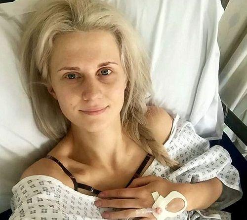 Nữ y tá cắt bỏ ngực sau khi 9 người thân mắc ung thư - Ảnh 2
