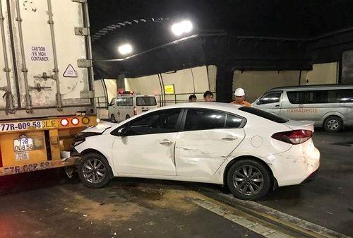 Tai nạn liên hoàn khiến hầm Hải Vân ùn tắc nhiều giờ - Ảnh 1