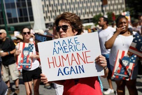 Mỹ: Hàng trăm nghìn người biểu tình phản đối chính sách nhập cư của Trump - Ảnh 1