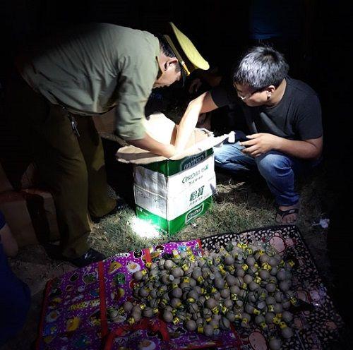 Nghệ An: Bắt giữ xe đầu kéo chở gần 200kg pháo lậu - Ảnh 1