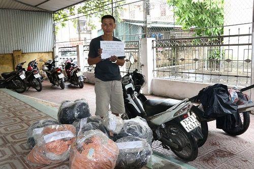 Dùng xe máy chở 215kg thuốc nổ và 1000 kíp nổ từ Quảng Bình ra Hà Tĩnh - Ảnh 1