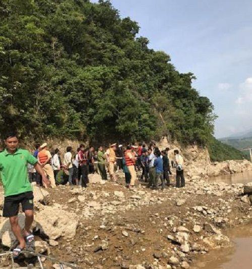 Lai Châu: Thuyền gỗ bị lật, 3 người mất tích  - Ảnh 1
