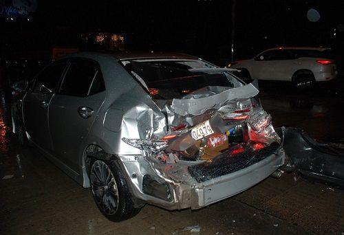 Xe tải tông sập cabin trạm thu phí, nhân viên thu vé thoát chết trong gang tấc - Ảnh 4
