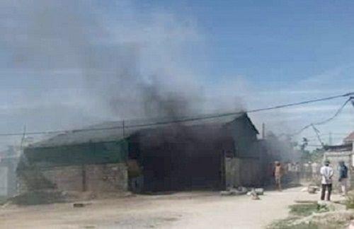 Hỏa hoạn thiêu rụi nhà máy sản xuất kẽm, thép B40 ở Nghệ An - Ảnh 1