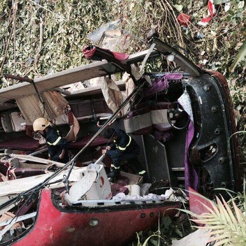 Hiện trường vụ xe khách lao xuống vực ở Cao Bằng khiến 4 người tử vong - Ảnh 2
