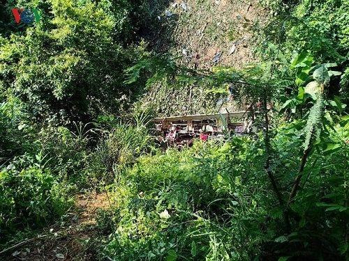 Hiện trường vụ xe khách lao xuống vực ở Cao Bằng khiến 4 người tử vong - Ảnh 3